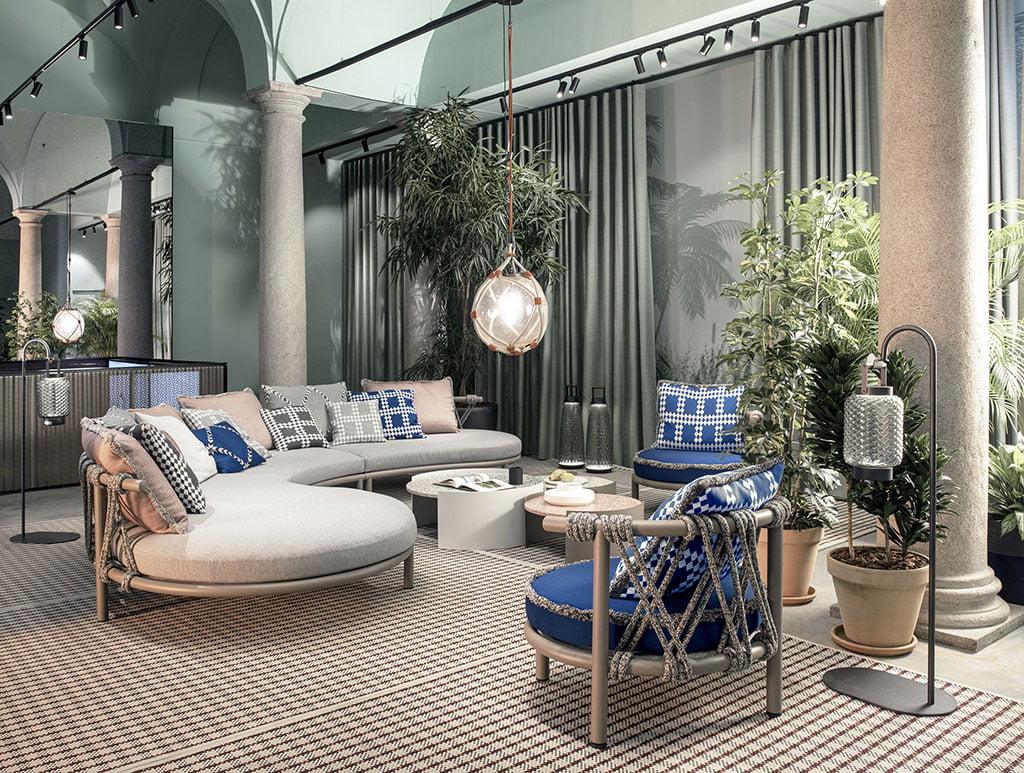 H+R   Cassina > Trampoline sofas